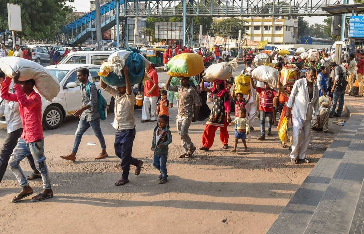 Ahmedabad: Migrant workers from Uttar Pradesh and Bihar leave for their homes in the view of some protests which broke out over the alleged rape of a 14-month-old girl in Ahmedabad, Monday, October 8, 2018. (PTI Photo/Santosh Hirlekar) (PTI10_8_2018_000131B)