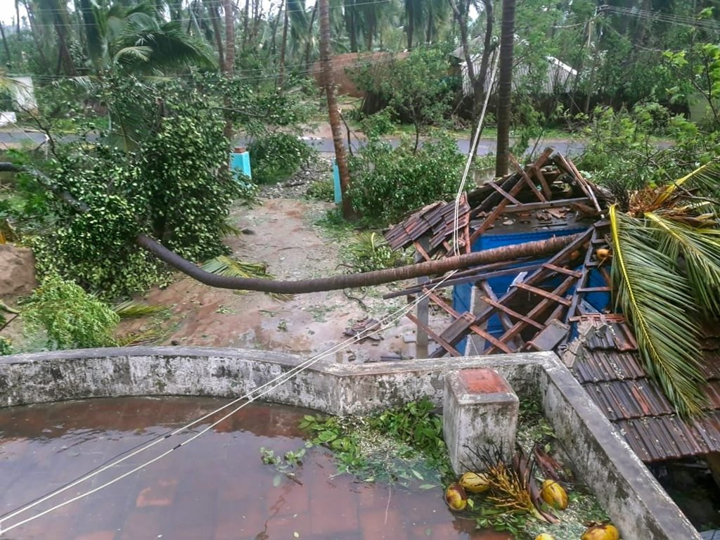 Pudukkottai: A view of a damaged house after cyclone Gaja hit Pudukkottai district of Tamil Nadu, Friday, Nov. 16, 2018. Over 80,000 people were evacuated from low-lying areas as severe cyclonic storm 'Gaja' crossed Tamil Nadu's coast between Nagapattinam and nearby Vedaranyam early Friday, bringing with it heavy rains in coastal regions. (PTI Photo)(PTI11_16_2018_000012)