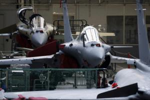फ्रांस में दासो एविएशन में राफेल विमान (फोटो: रॉयटर्स)