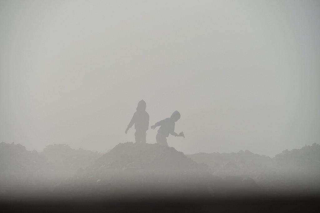 New Delhi: Silhouette of children seen through a layer of dense fog on a cold, winter morning, in New Delhi, Sunday, Dec. 23, 2018. (PTI Photo/Arun Sharma) (PTI12_23_2018_000027)