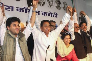 Bhopal: Congress State President Kamal Nath, party leaders Jyotiraditya Scindia, Digvijaya Singh and other leaders display victory sign after the party's win in state Assembly elections, at PCC headquarters, in Bhopal, Wednesday early morning, Dec. 12, 2018. (PTI Photo)(PTI12_12_2018_000055)