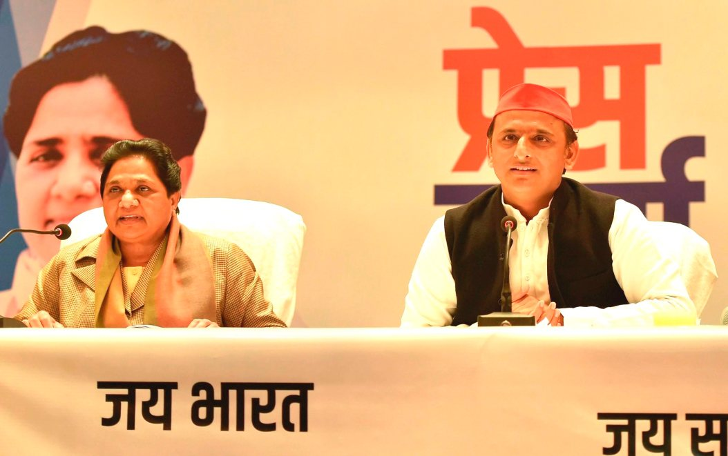 Lucknow: BSP supremo Mayawati and Samajwadi Party chief Akhilesh Yadav during a joint press conference in Lucknow on Saturday, Jan 12, 2019. (PTI Photo/Nand Kumar) (PTI1_12_2019_000048B)