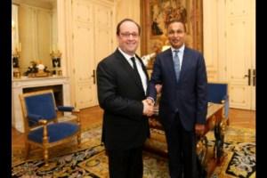 पूर्व फ्रांसीसी राष्ट्रपति फ्रांस्वा ओलांद के साथ अनिल अंबानी. (फोटो साभार: रिलायंस)
