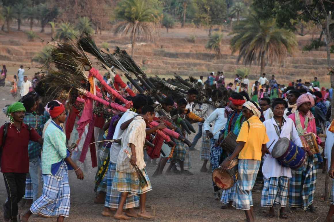अपने धर्म का बाजार नहीं चलाते आदिवासी