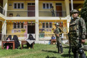 Shopian: Security personnel stand guard outside a polling station during the fifth phase of Lok Sabha elections, in Shopian district, Monday, May 6, 2019. (PTI Photo/S. Irfan)(PTI5_6_2019_000219B)