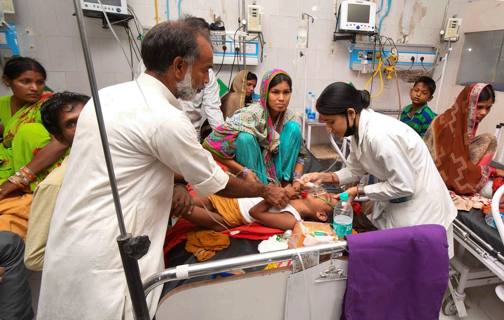 Muzaffarpur: Children showing symptoms of Acute Encephalitis Syndrome (AES) undergoing treatment at Sri Krishna Medical College and Hospital (SKMCH), in Muzaffarpur, Monday, June 17, 2019. (PTI Photo)(PTI6_17_2019_000049B)