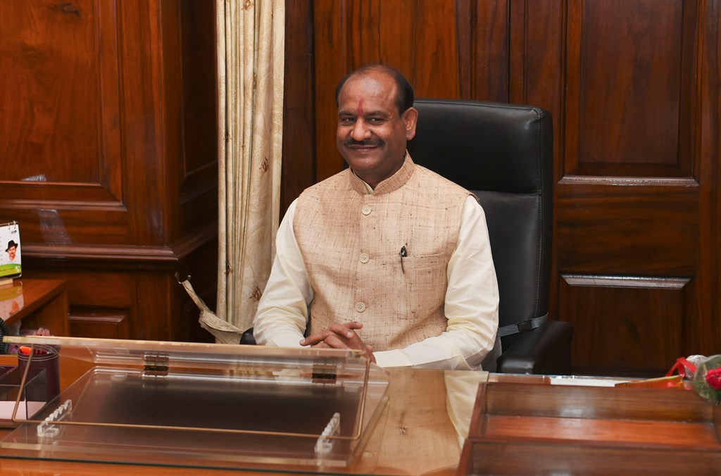 New Delhi: Newly-elected Speaker for 17th Lok Sabha Om Birla takes charge at his office at Parliament, in New Delhi, Wednesday, June 19, 2019. (PTI Photo/Shahbaz Khan)   (PTI6_19_2019_000078B)