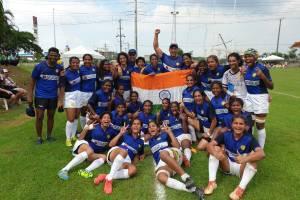 जीत के बाद भारतीय महिला रग्बी टीम. (फोटो साभार: ट्विटर/रग्बी इंडिया)
