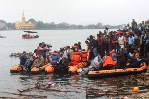 Bhopal: State Disaster Emergency Response Force (SDERF) personnel during a search and rescue operation after a boat capsized in the Lower Lake, in Bhopal, Friday, Sept. 13, 2019. Eleven people drowned when the boat carrying them along with a Ganesh idol for immersion capsized in early dawn hours. (PTI Photo)(PTI9_13_2019_000001B)