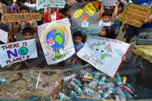 Chennai: Students from various colleges and schools participate in the Global Climate Strike rally in Chennai, Sunday, Sept. 22, 2019. (PTI Photo) (PTI9_22_2019_000036B)