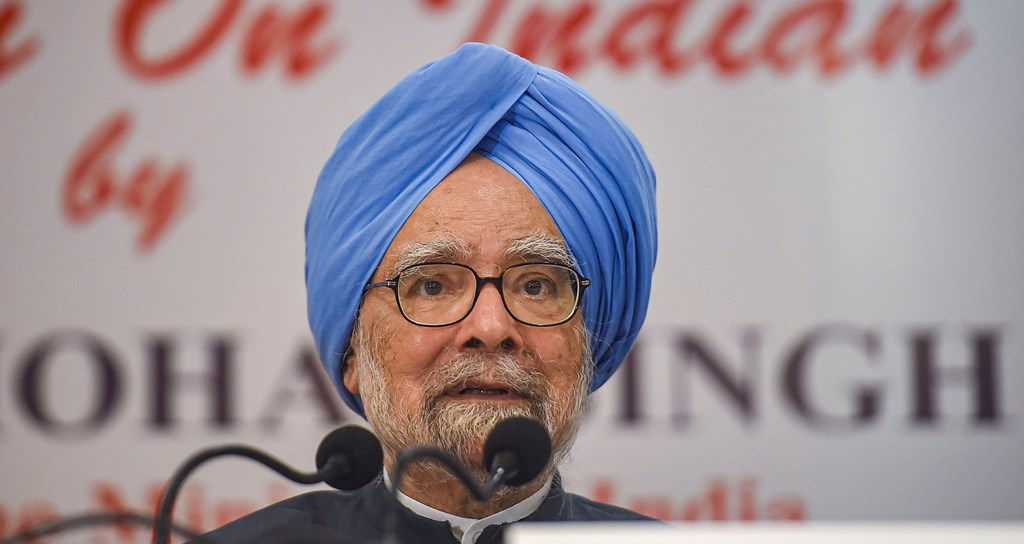 Mumbai: Congress senior leader and former prime minister Manmohan Singh addresses a press conference, in Mumbai, Thursday, Oct. 17, 2019. (PTI Photo/Mitesh Bhuvad)(PTI10_17_2019_000069)