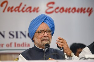 Mumbai: Congress senior leader and former prime minister Manmohan Singh addresses a press conference, in Mumbai, Thursday, Oct. 17, 2019. (PTI Photo/Mitesh Bhuvad)(PTI10_17_2019_000071A)