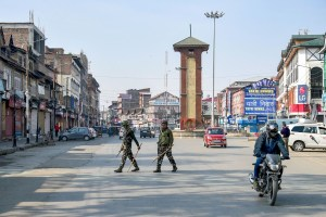 Srinagar: Security personnel keep vigil at Lal Chowk after bifurcation of the Jammu and Kashmir state came into existence, in Srinagar, Thursday, Oct. 31, 2019. (PTI Photo/S. Irfan) (PTI10_31_2019_000132B)