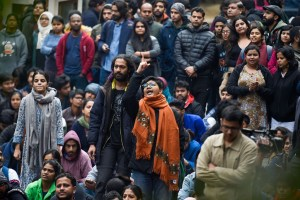 New Delhi: Sstudents stage a protest over the Sunday's violence, at the main gate of the Jawaharlal Nehru University (JNU) in New Delhi, Monday, Jan. 6, 2020. A group of masked men and women armed with sticks, rods and acid allegedly unleashed violence on the campus  of the University, Sunday evening. (PTI Photo/Atul Yadav) (PTI1_6_2020_000073B)(PTI1_6_2020_000107B)