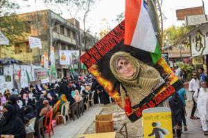 मुंबई बाग में सीएए-एनआरसी के खिलाफ प्रदर्शन. (फोटो: पीटीआई)