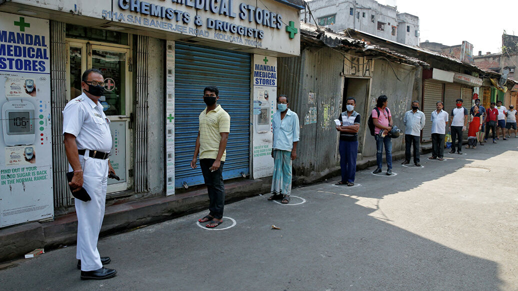 People waiting to buy medicine during the 21-day nationwide lockdown, in Kolkata, on March 26, 2020. (Photo: Reuters)
