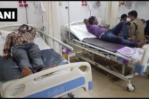 हादसे में घायल कर्मचारियों को अस्पताल में भर्ती कराया गया है. (फोटो: एएनआई)