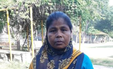 मूल रूप से पश्चिम बंगाल की संध्या रानी दास जयपुर में पहले छह घरों में खाना बनाती थीं, लेकिन लॉकडाउन के बाद बेरोजगार हैं.
