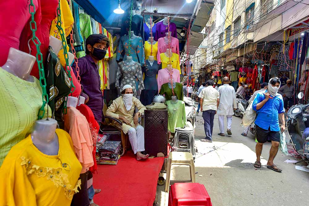 A view of the Gandhi Nagar textile-cloth wholesale market, during 4th phase of COVID-19 lockdown, in New Delhi, Thursday, May 28, 2020. Photo: PTI