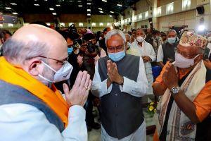 शपथ ग्रहण समारोह में केंद्रीय गृह मंत्री अमित शाह के साथ नीतीश कुमार (फोटो: पीटीआई)