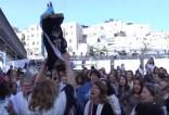 WomenofTheWall.Torah.620