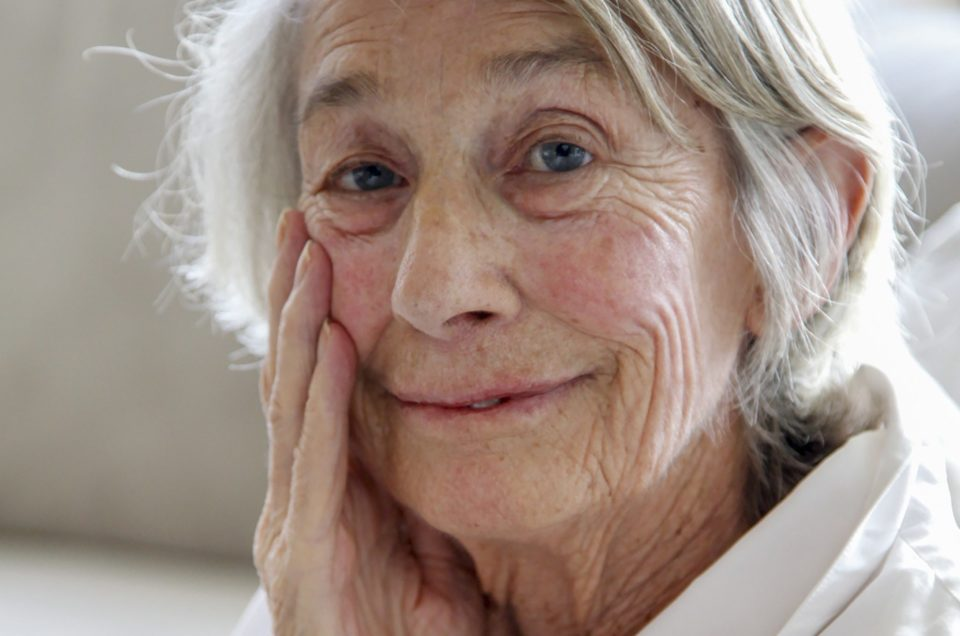 FILE -- Mary Oliver, a Pulitzer Prize-winning poet, at her home in Hobe Sound, Fla., Sept. 26, 2013. Oliver, whose work, with its plain language and minute attention to the natural world, drew a wide following while dividing critics, died on Jan. 17, 2019, at her home in Hobe Sound, Fla. She was 83. (Angel Valentine/The New York Times)