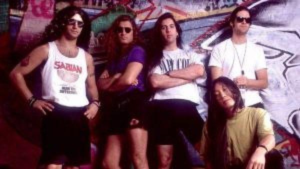 John Petrucci in una foto con i Dream Theater nel 1992
