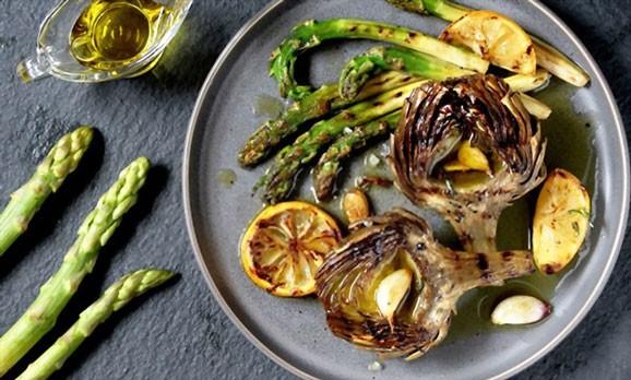 what does artichoke taste like