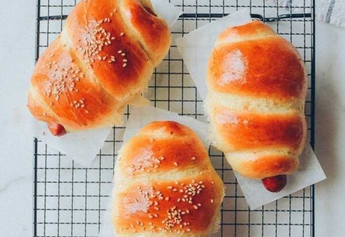 Chinese Hot Dog Buns An Asian Bakery Favorite The Woks Of Life