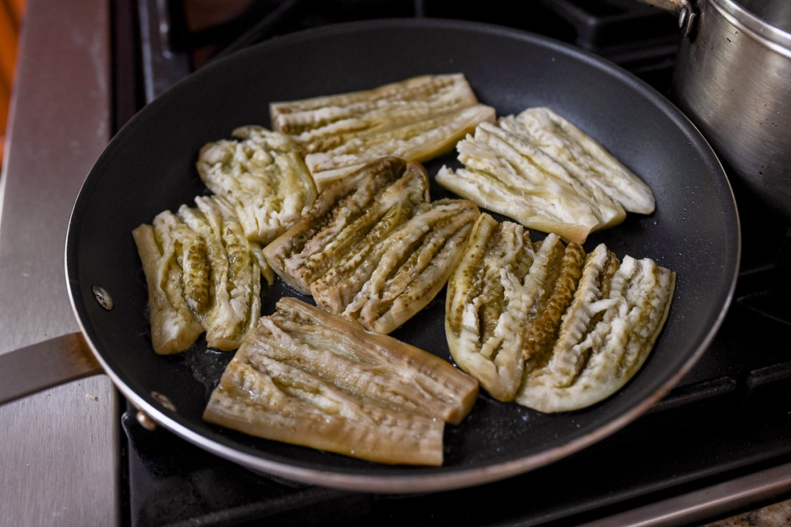 Pan-frying steamed eggplant pieces