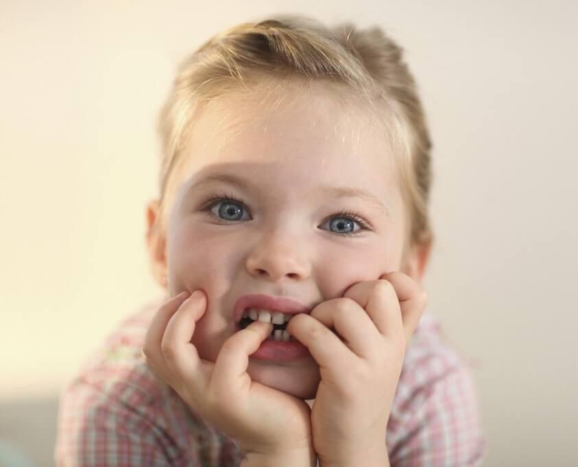 Что делать, если ребенок грызёт ногти?