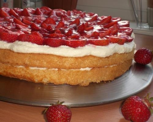 торт из коржей простой рецепт