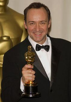 """26MAR2000: """"American Beauty"""" star KEVIN SPACEY - winner of Best Actor - at the 72nd Academy Awards. © Paul Smith / Featureflash"""