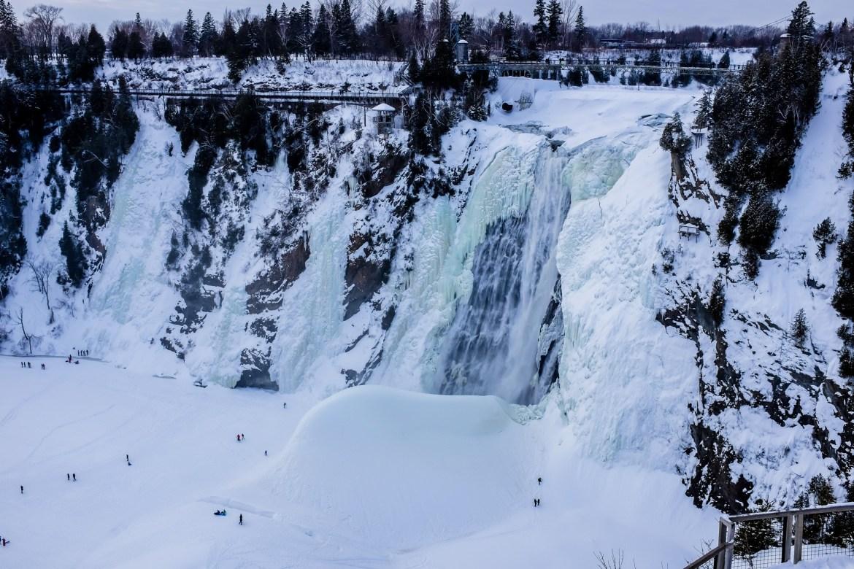 La chute Montmorency l'hiver