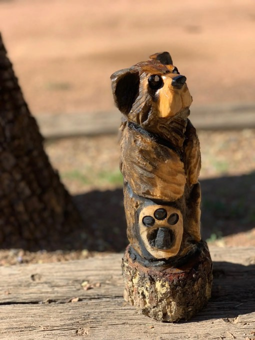 chainsaw carving small bear