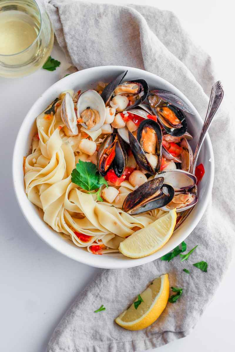 Fettuccine with Mussels, Clams and Bay Scallops in White Wine Sauce