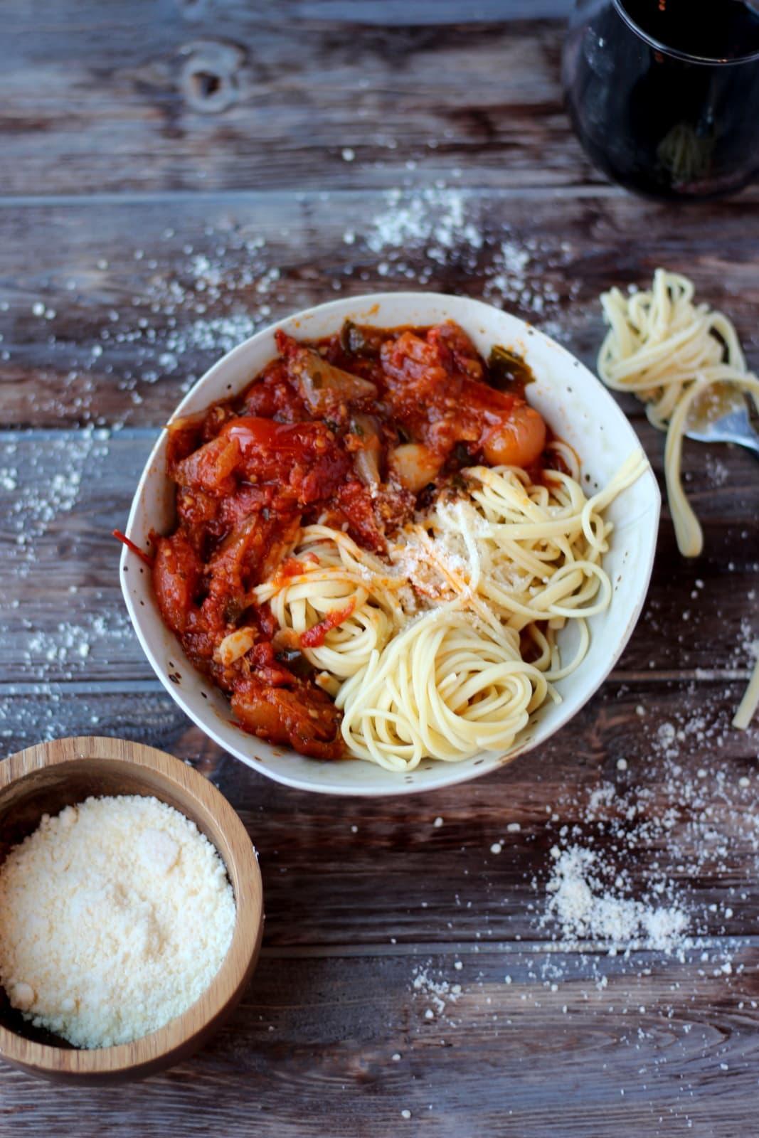 Chunky Roasted Tomato Sauce + Noodles - thewoodenskillet.com #pasta #marinara #spaghettisauce #homemade