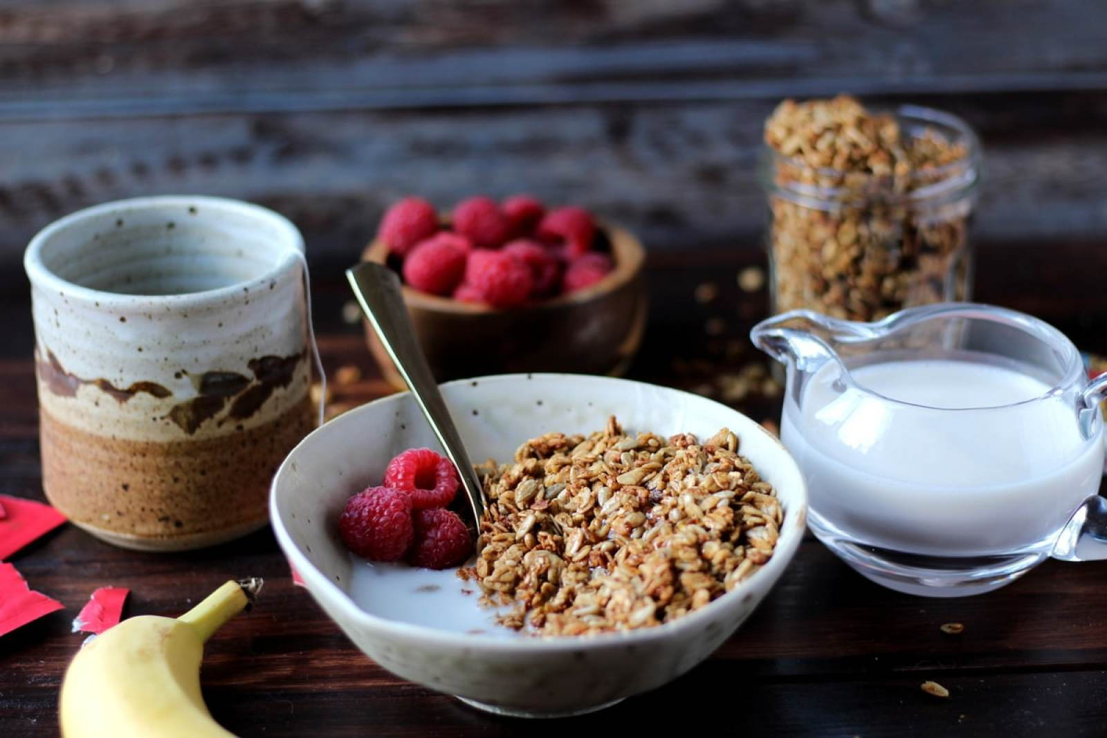 Homemade Flax Granola with Milk + Honey - thewoodenskillet.com #breakfast #howtomakegranola