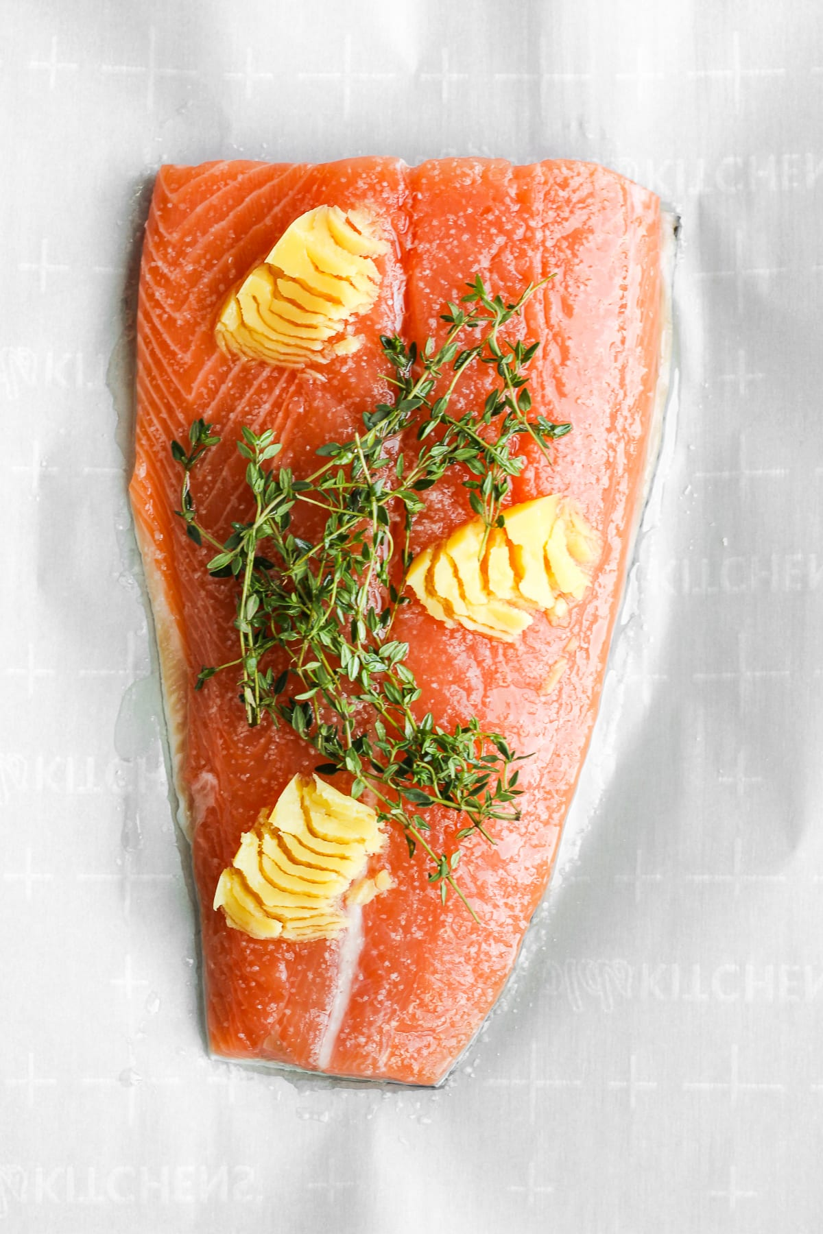 Easy Weeknight Salmon - a quick and delicious meal for any night of the week! #whole30 #paleo