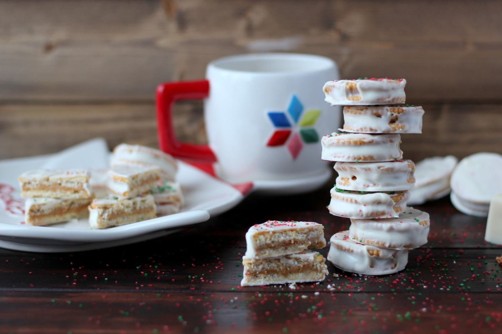 Classic White Chocolate + Peanut Butter Dipped Christmas Cookies - no bake and simple, these cookies will become your new family favorite this holiday season! thewoodenskillet.com #christmas