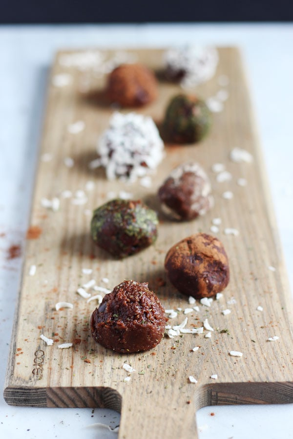 Easy Chocolate and Coconut Butter Energy Balls - thewoodenskillet.com #foodphotography