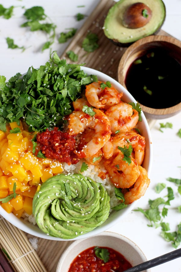 Spicy Shrimp, Mango and Avocado Sushi Bowl - a quick and healthy lunch or dinner! thewoodenskillet.com #foodphotography
