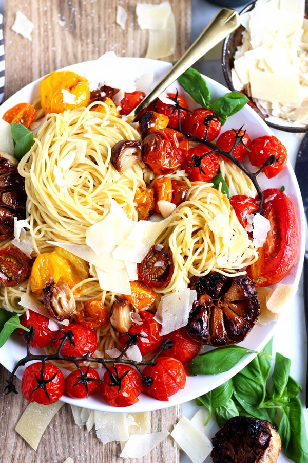 Deconstructed Roasted Garlic Marinara + Fresh Basil - the perfect summer pasta! thewoodenskillet.com