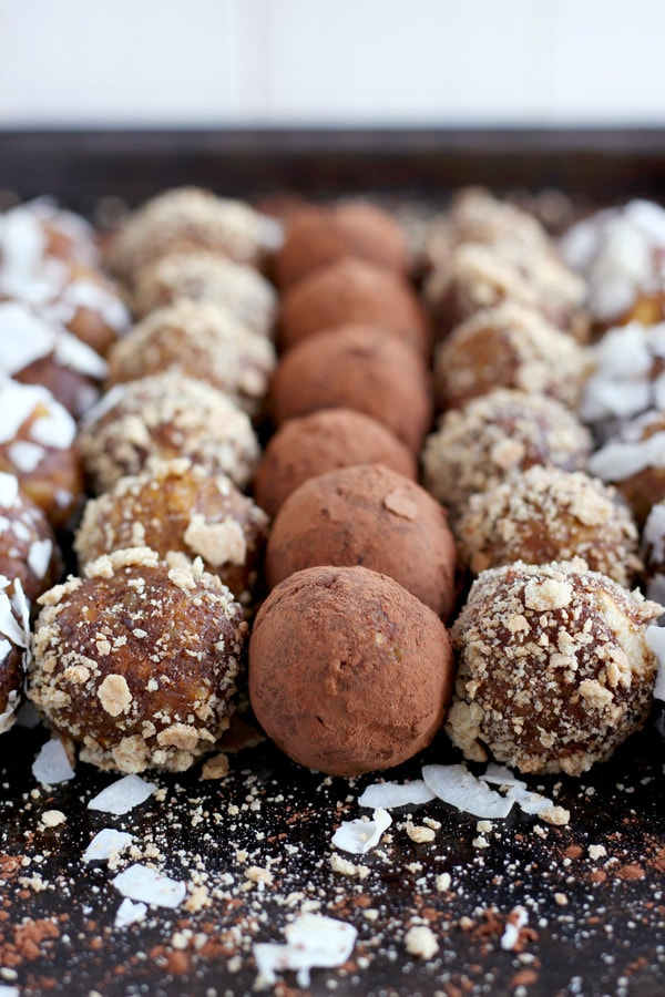 Healthy Pumpkin Pie Energy Balls - ready in 10 minutes and full of clean ingredients. Perfect on-the-go snack!