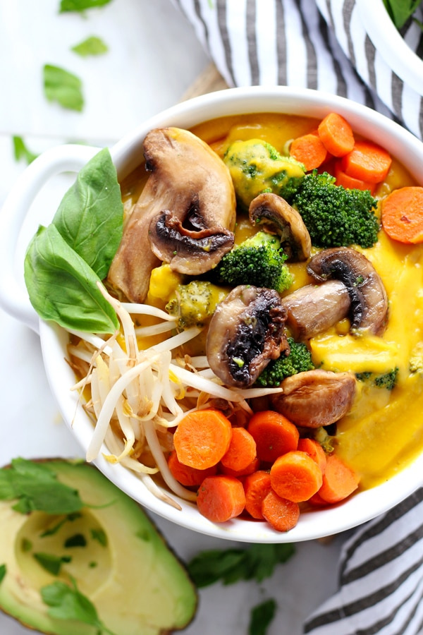 Creamy Vegan Butternut Squash Soup with Roasted Vegetables - a delicious and creamy vegan winter soup that is Whole30 compliant! thewoodenskillet.com