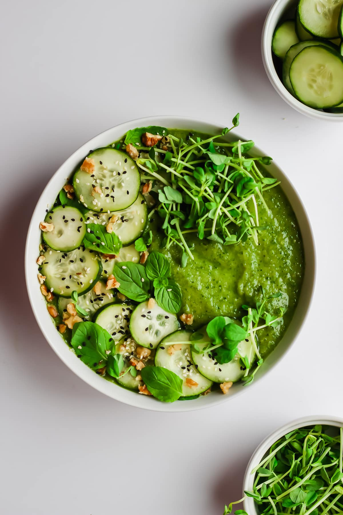 Healthy Cucumber Mint Smoothie Bowl - a fresh and delicious bowl of yumminess!! #vegan