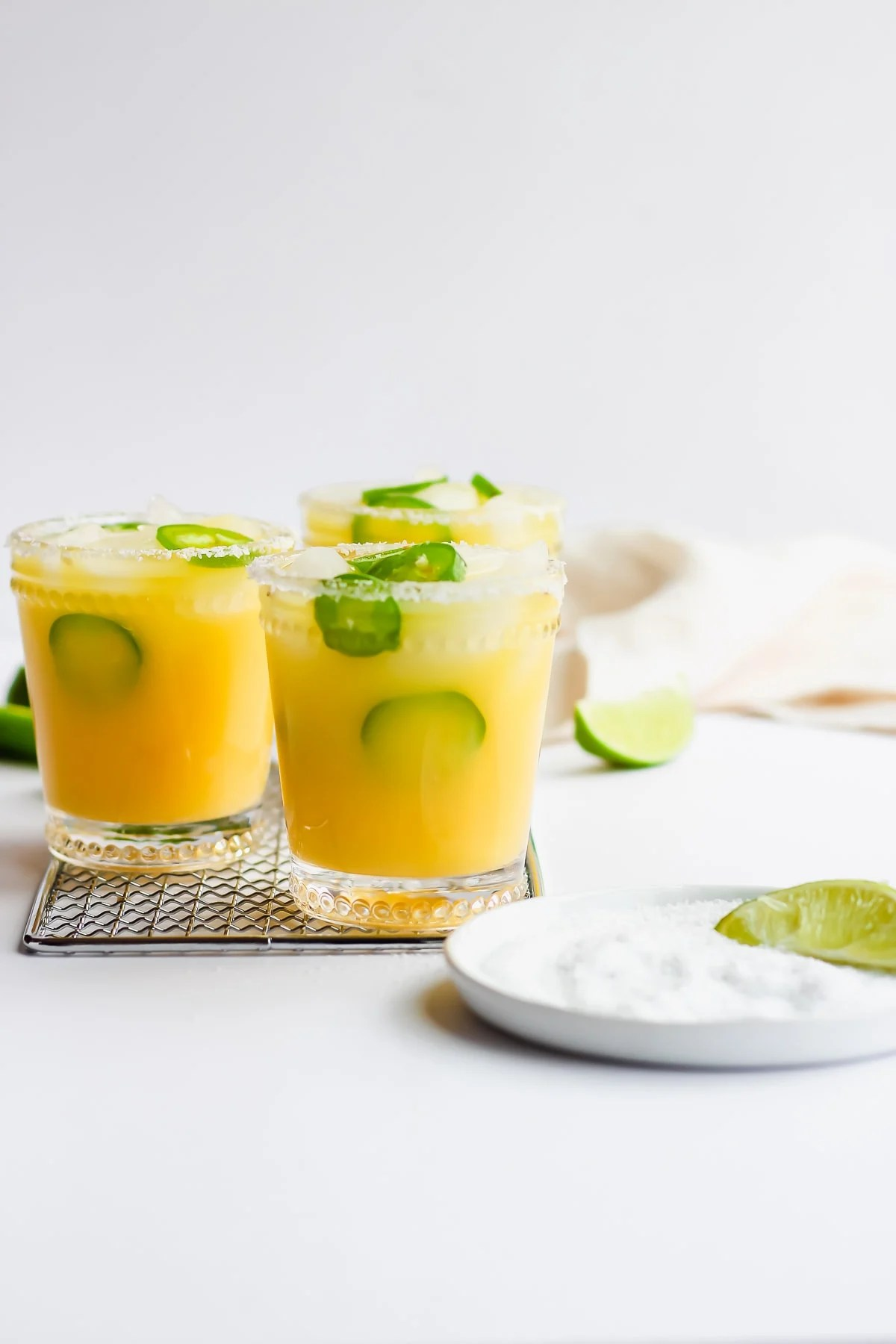 Spicy Jalapeno Margarita Mocktail - a simple and refreshing margarita mocktail! #whole30