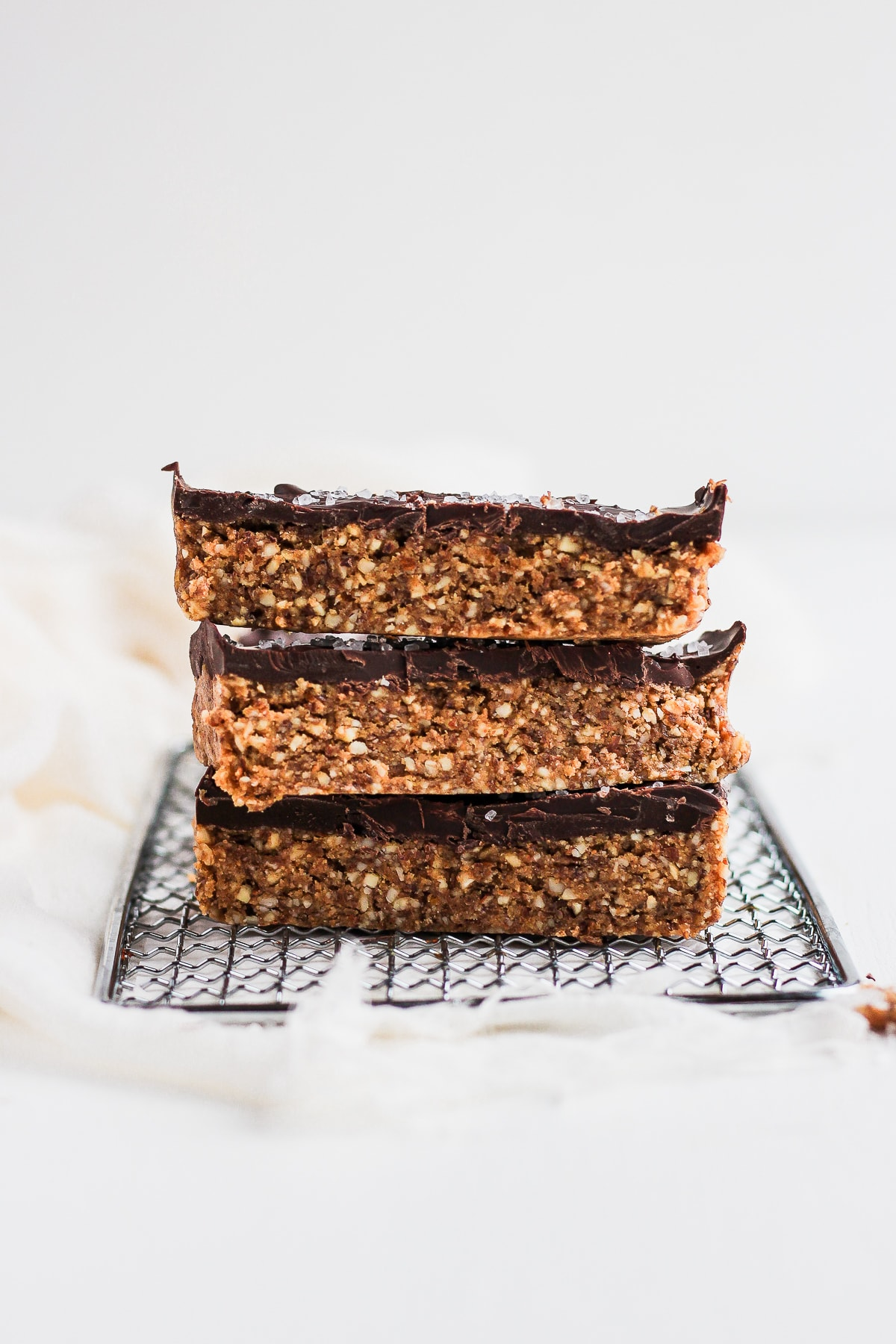 Raw Cashew Chocolate Breakfast Bars - an easy and delicious breakfast that requires no baking! #raw #vegan #plantbased #breakfast #easybreakfast