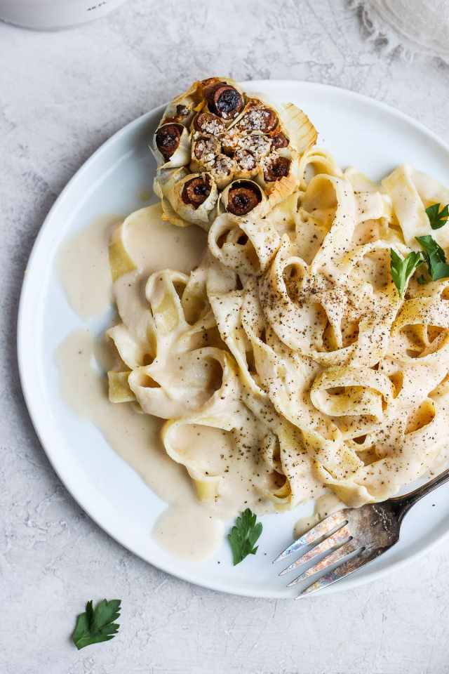 Vegan Roasted Garlic Alfredo Sauce