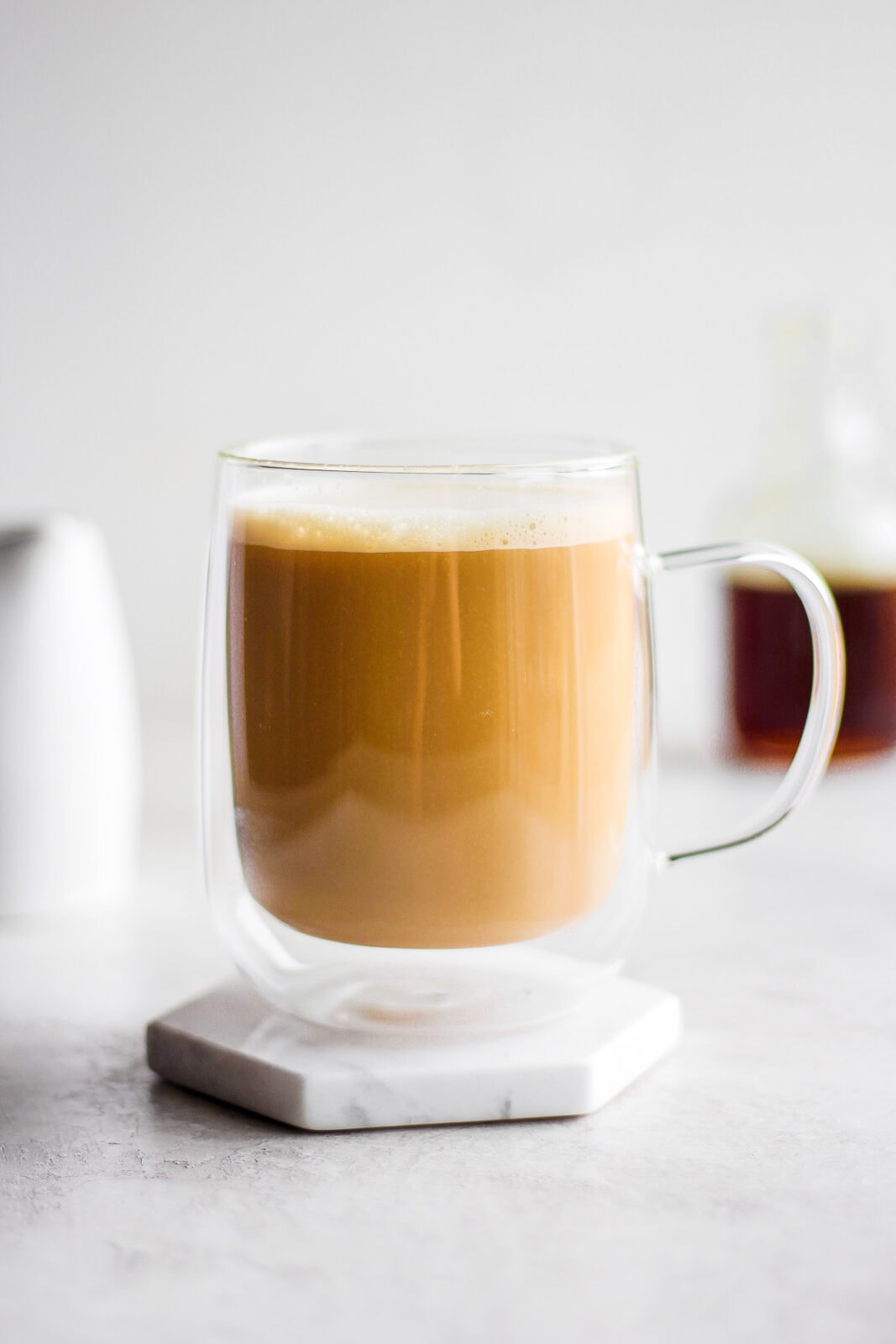 Creamy Maple Oat Milk Latte - a simple, sweet morning treat! (Vegan + Dairy-Free) #oatmilk #oatmilkrecipes #coldbrewrecipes #veganrecipes #breakfast #maplesyrup #mapleoatlatte #latte